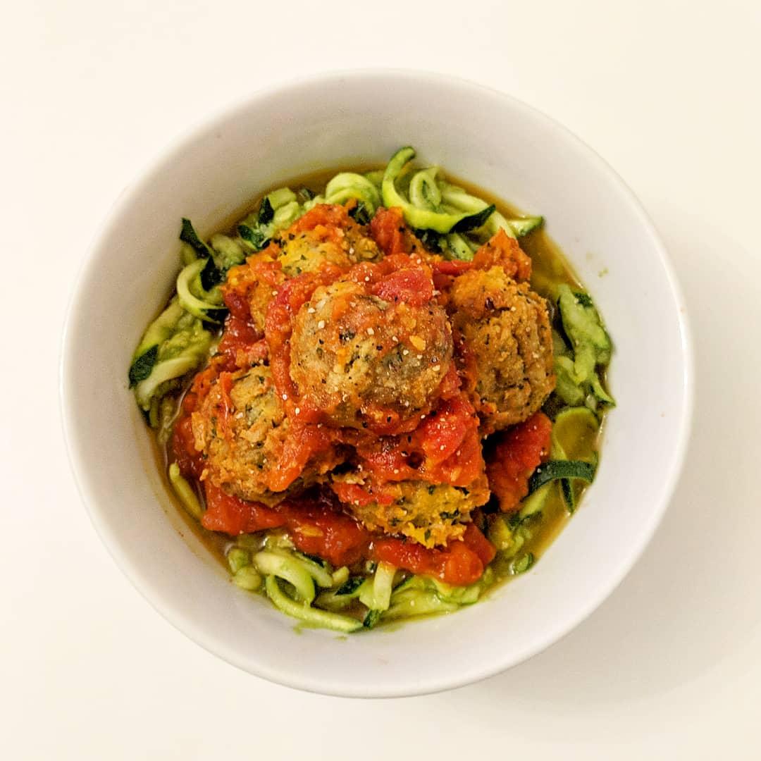 Vegan avocado zucchini noodles and falafel meatballs for Zucchini noodles and meatballs recipe